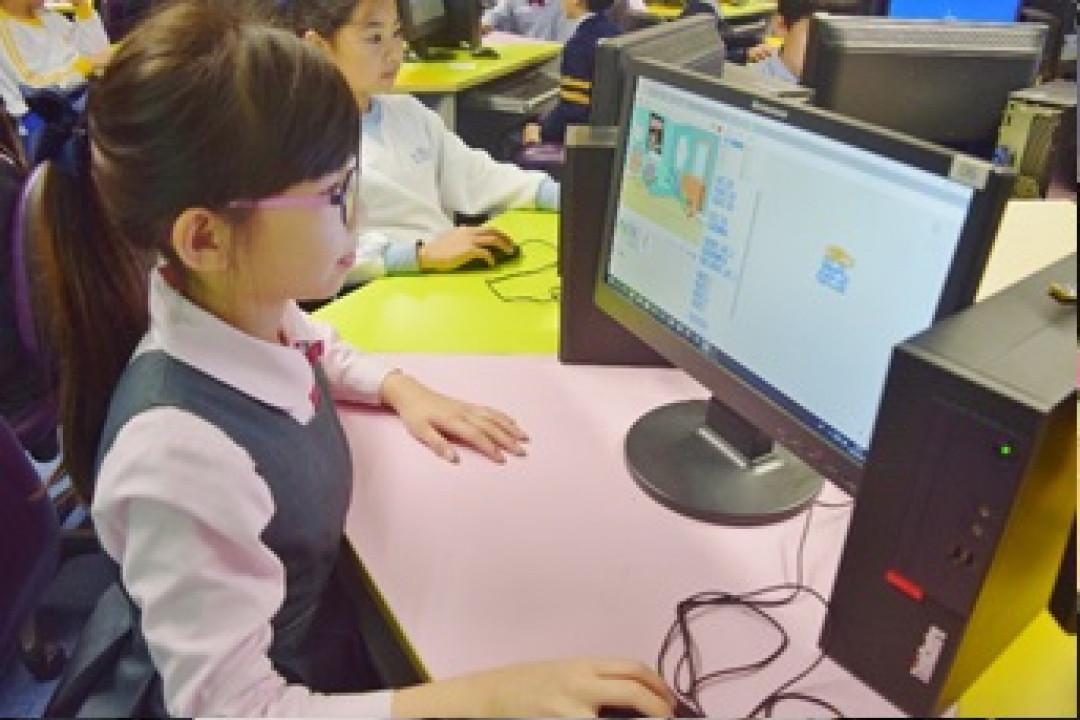 學生在課堂上透過不同的學習活動,學習編程知識 - Scratch